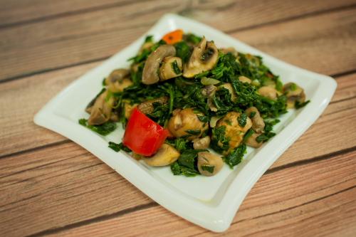 "Sauteed Spinach & Mushrooms <span class=""gf"">GF</span> <span class=""df"">DF</span> <span class=""v"">VG</span>"